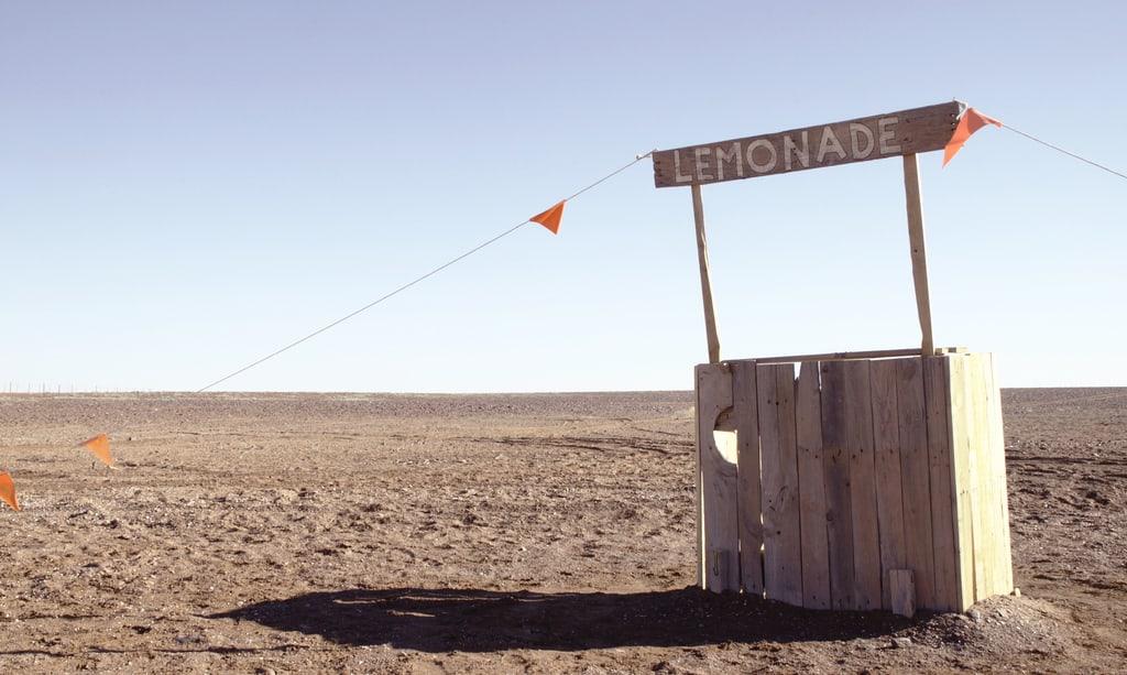 Stand de limonade dans le desert